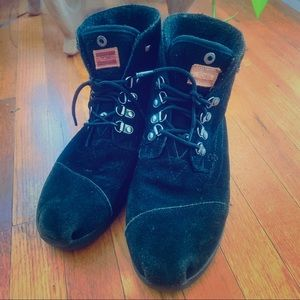 TOMS womens boots suede with flannel lining